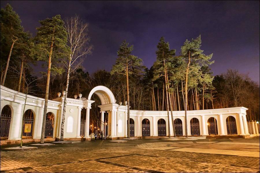 Парк Челюскинцев в Минске ночью