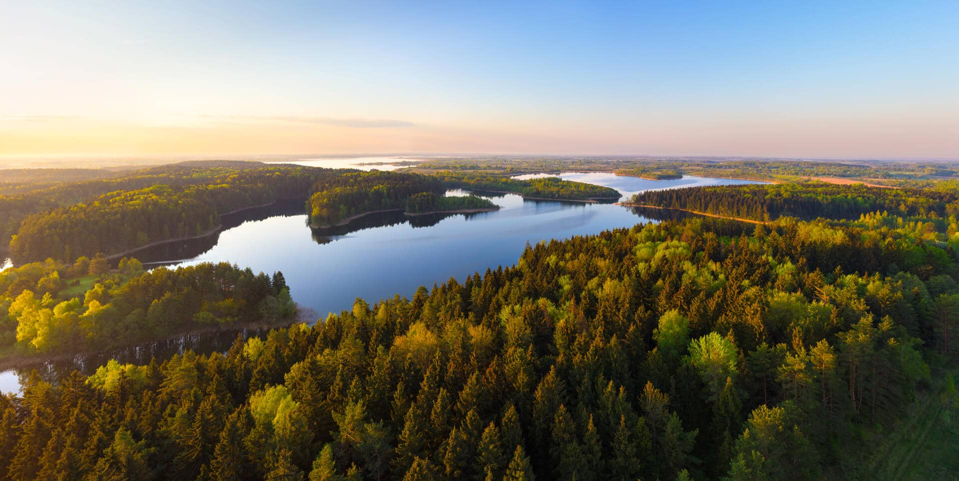 http://visit-belarus.com/wp-content/uploads/2016/07/lakes_and_sunrise_belarus.jpg