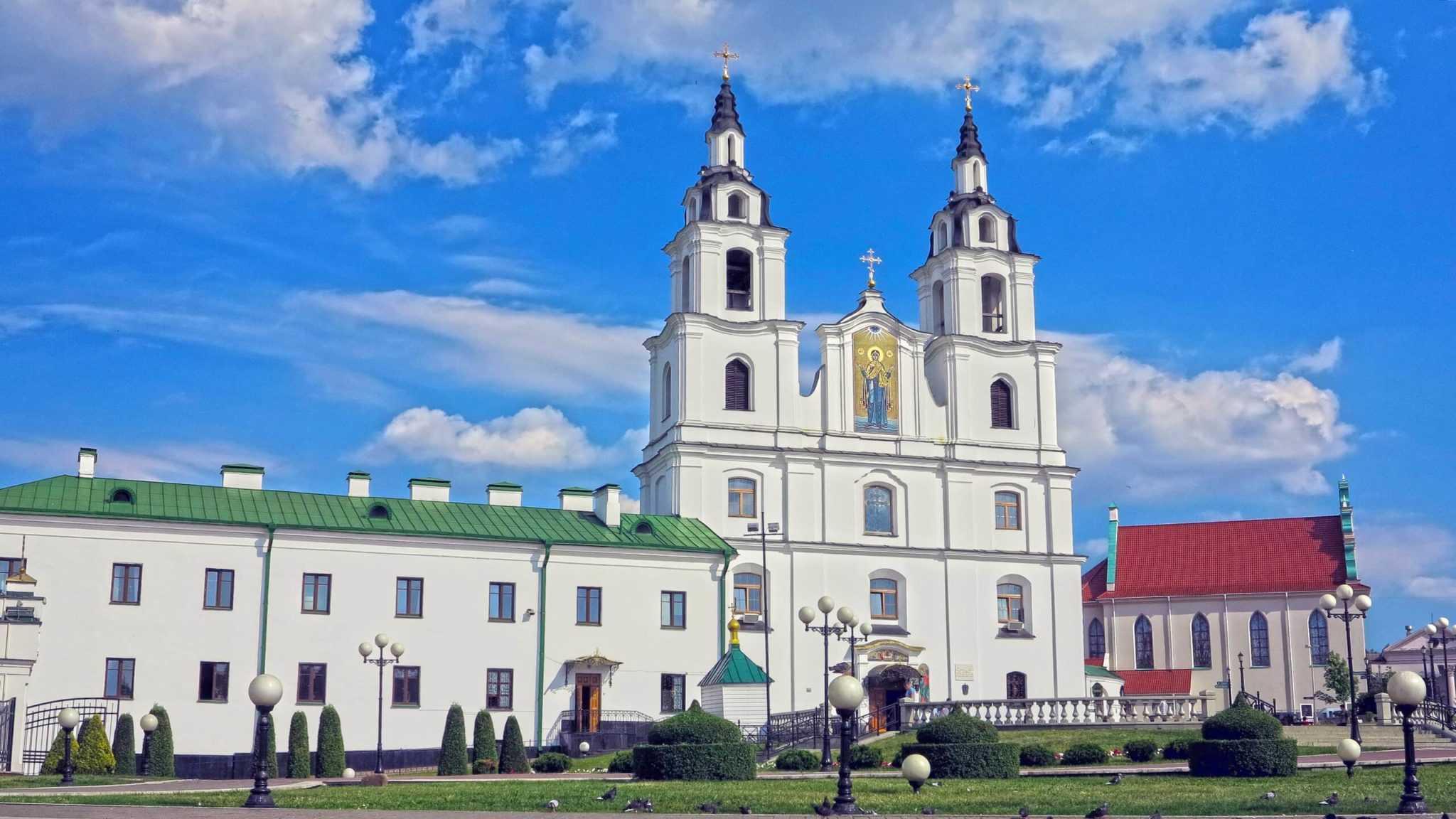 Main church in Minsk from Niamiha street