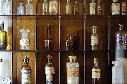 Колбы в Аптеке-музее в Гродно