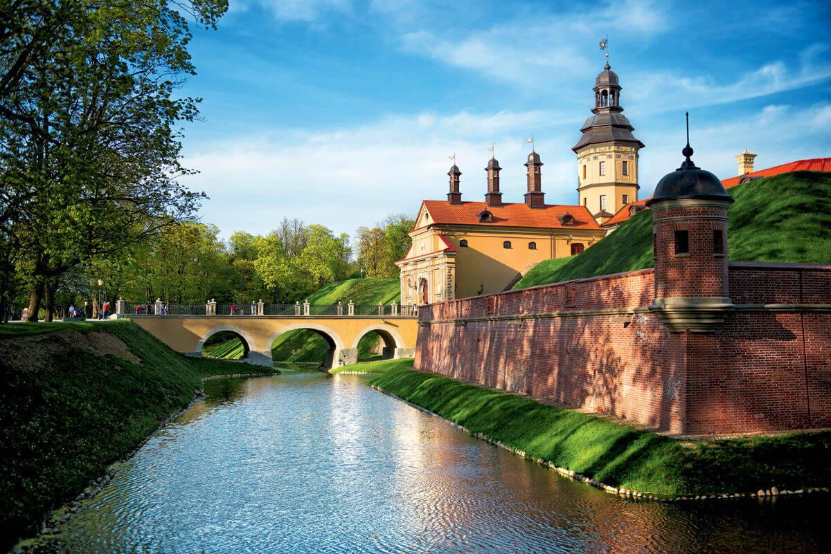 The whole Nesvizh castle, Belarus tourist attraction 2