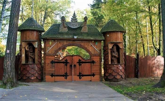Ворота в Беловежской пуще