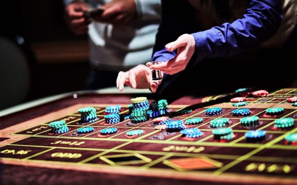 Holdem в минских казино игры на андроид игровые автоматы слотомания
