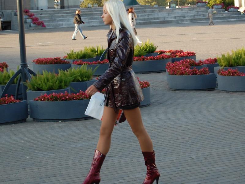 Красивая белорусская девушка на улице в Минске