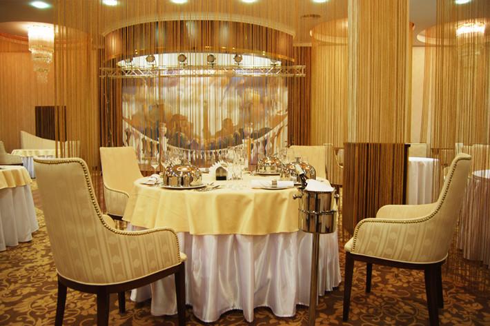 ресторан в отеле президент
