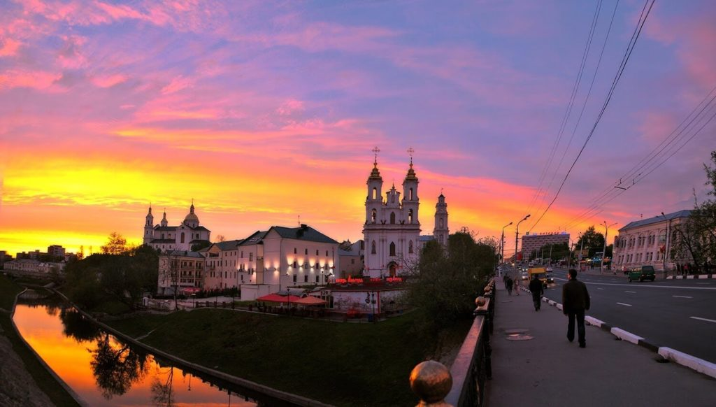 Закат в центре Витебска возле реки